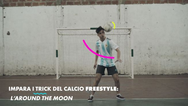 I trick del calcio freestyle: l'around the moon